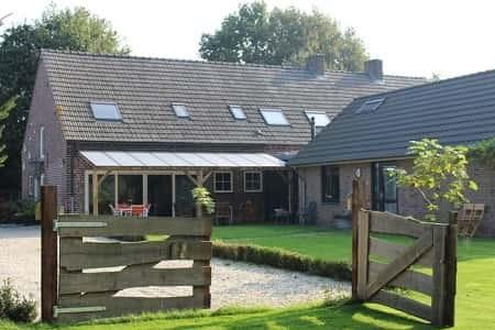 Vakantiehuis met sauna en jacuzzi voor 10 personen in Limburg