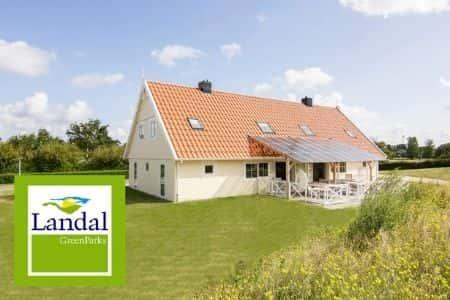Luxe grote huizen aan zee, Julianadorp, Noord-Holland