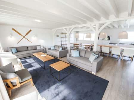 Landal Beach Resort Ooghduyne, 16-persoonsbungalow aan het strand (16L) gezellige woonkamer