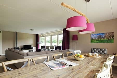Ruime woonkamer met luxe uitstraling