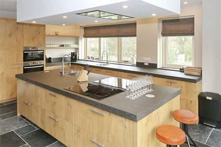 Zeer uitgebreide design keuken in het vakantiehuis