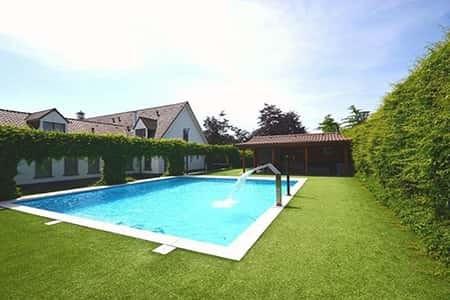 Prive zwembad bij de luxe accommodatie